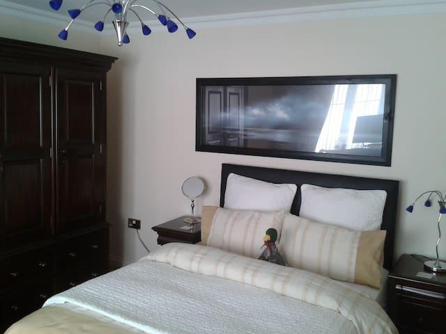 Heathfield Place - Room 6