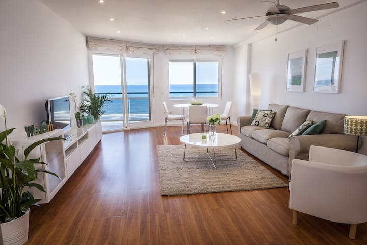 Ocean view condo located steps from the beach. Modern decoration!