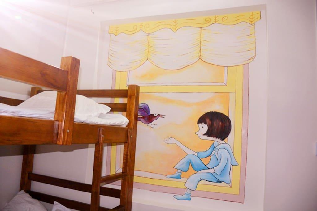 四张上下铺位的床位房