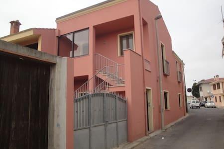 Appartamento centralissimo con tutto a due passi. - Cabras
