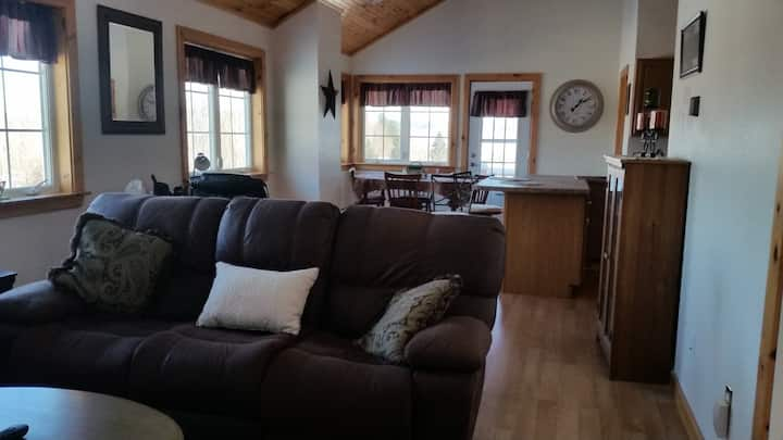 Memphremagog Views-Spacious 3BR/2BA Guest Suite
