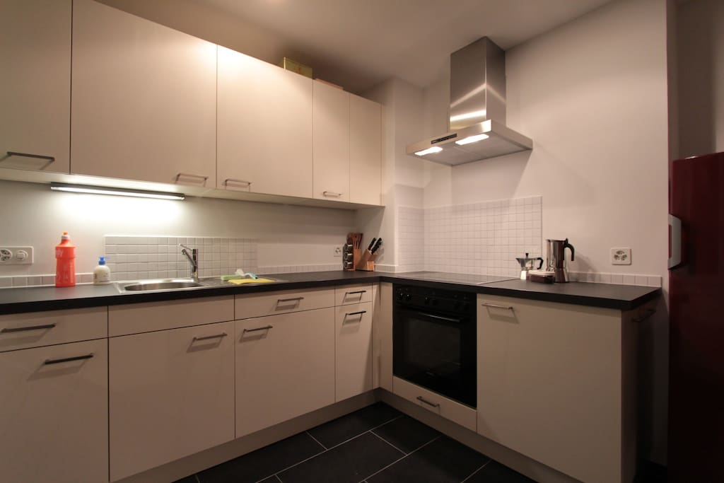 Cuisine neuve et agencée / New and equipped kitchen