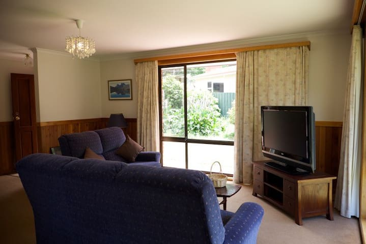 Beautiful Holiday House Hobart - Lenah Valley - บ้าน