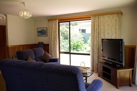 Beautiful Holiday House Hobart - Lenah Valley - House
