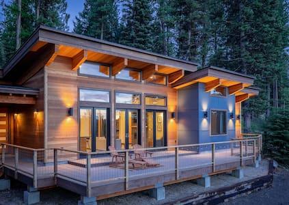 Mountain Modern Getaway