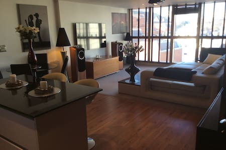 LUXURY LARGE 2 BED 2 BATH CANALSIDE Reading Centre - Reading - Byt