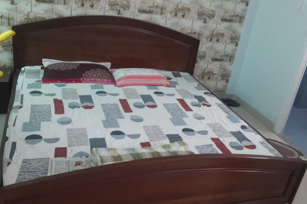 Private room with kingsize bed, 3 persons can sleep.  I set default for 1 guest, but if you want to stay more than 1 guest, you should pay extra cost.