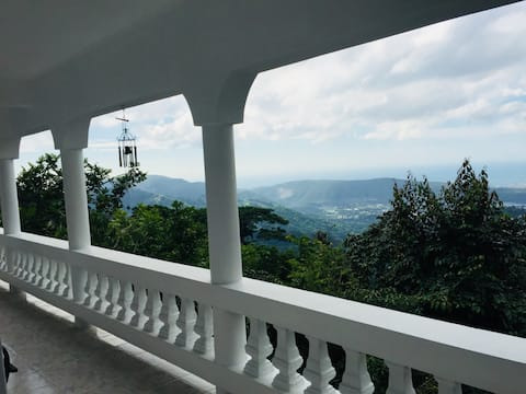Jamaica Blue Mountain Scenic Getaway / Irish Town