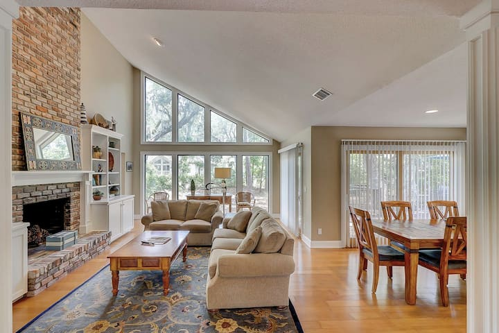 Beautifully renovated Sea Pines home w/ private hot tub & large outdoor space!