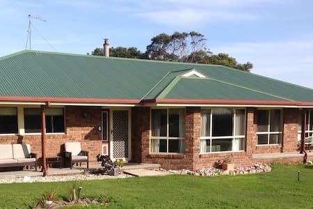Stillwerkin at Coles Bay - Coles Bay - House