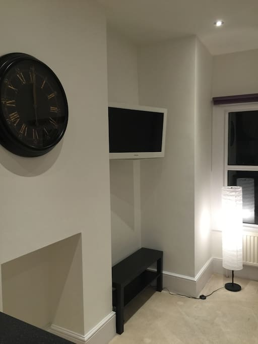 Flat screen TV with Freeview