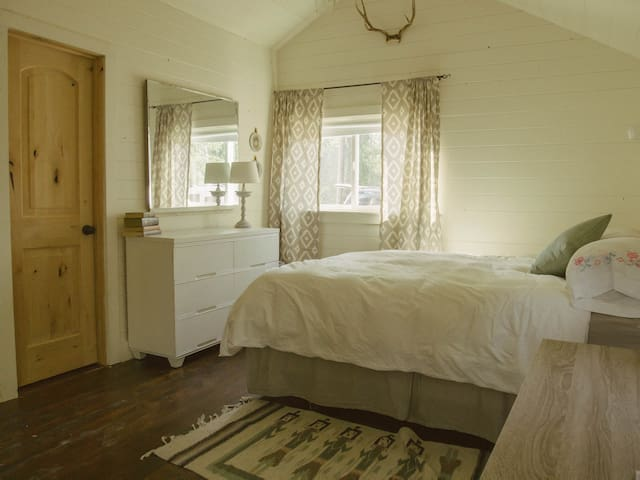 Queen bed with dresser and mirror