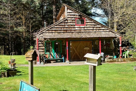 Cascadian Cottage w/Artistic Flair! - Westfir - Hytte