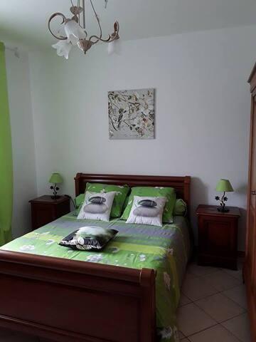 chambre double dans villa, 1,5 km de l'aéroport