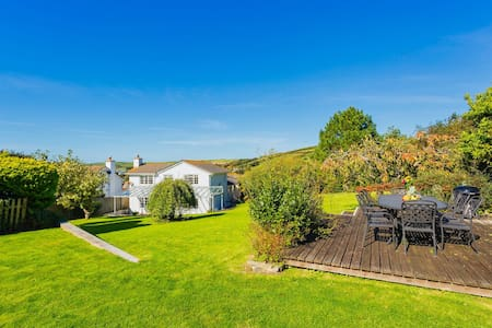 CROYDE MEADOWBANK | 4 Bedrooms |  Large home and garden