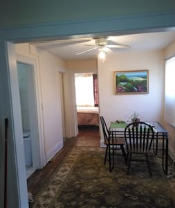 Overlooking Courtyard Large Private upstairs Apt - Lake Wales - Appartement
