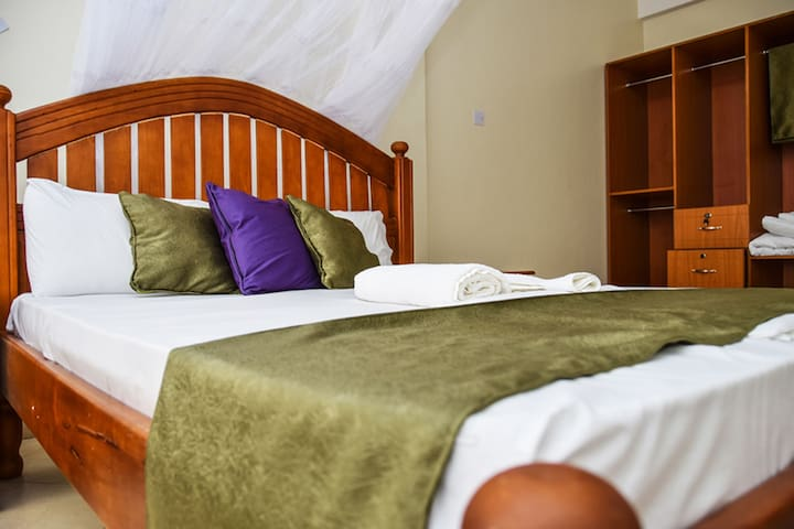 Family Spacious Suite - St Steven's Suites - Entebbe - Bed & Breakfast