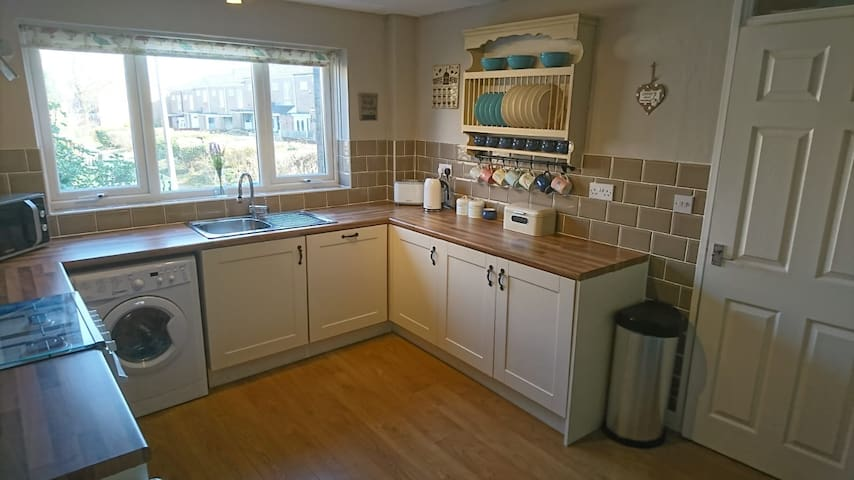 Cosy 2 Bed entire house close to Airport/NEC/Bham