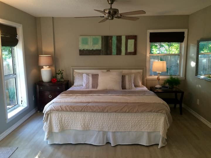 Lg suite, private entrance & bath