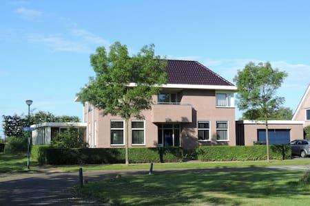 Gezellige kamer aan rand van polder - Kamperland - House