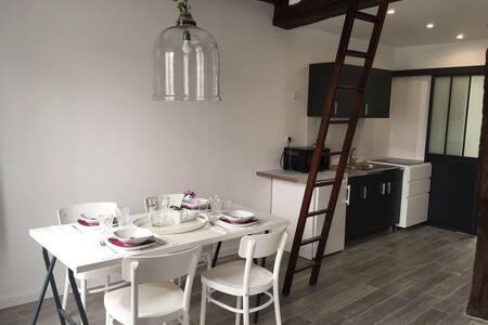 TYPICAL CHARMING FLAT // LE  MARAIS - Paris - Apartment