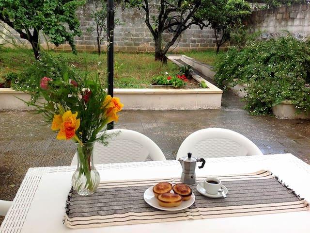 """""""Casa Rosa"""" nel cuore del Salento Con giardino"""