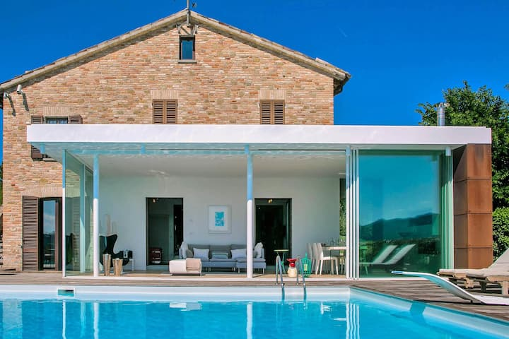 Villa with beautiful veranda, private swimming pool, beautiful view, near Urbania