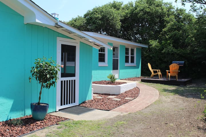 2BEDROOM  COTTAGE SHORT WALK TO BEACH&FISHING PIER
