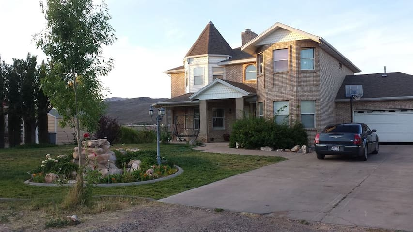 Spacious 3250sq' Victorian Home Near Zion National - Toquerville - Hus