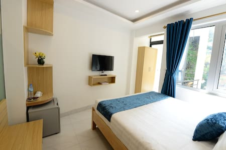 New, center- Hanoi old quarter, big balcony,double - Bed & Breakfast