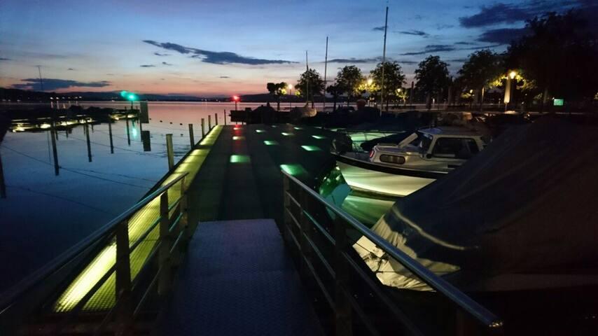 Einzigartige Bootsübernachtung im Zürichsee