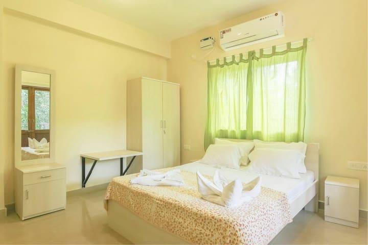 Premium Luxurious 1bhk Suite!! POOL! Baga! Arpora