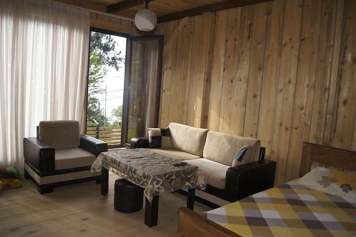 Деревянный коттедж около моря с полным комфортом - Kvariati - Huis