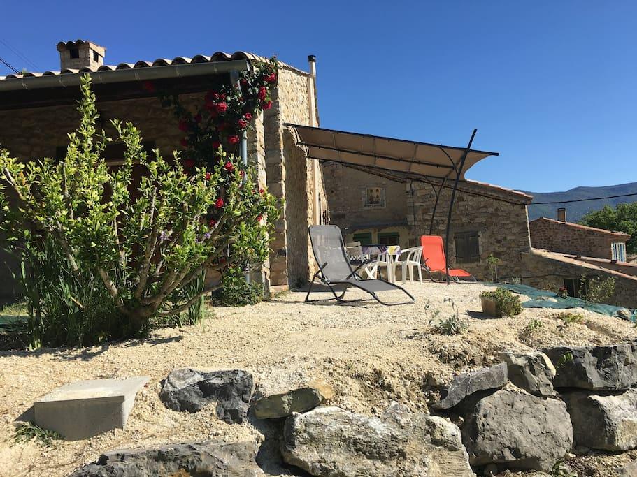 Maison en pierre drome proven ale maisons louer - Maison simple aux details rustiques en pologne ...