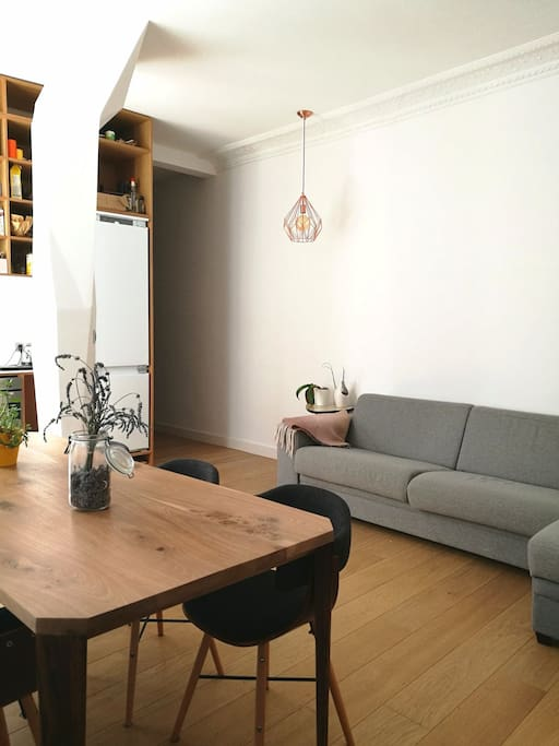Large living room for 6 persons