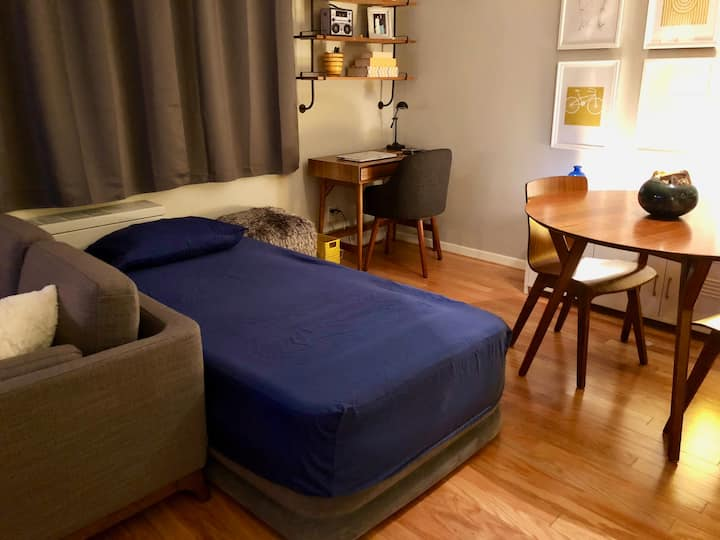 Shared Room in Dupont Circle (Males Only)
