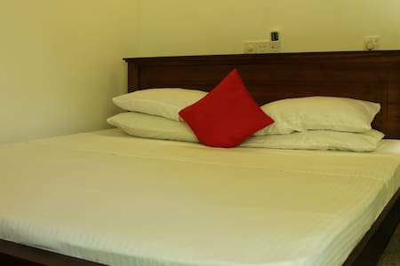 3 Holiday Rooms - Hikkaduwa
