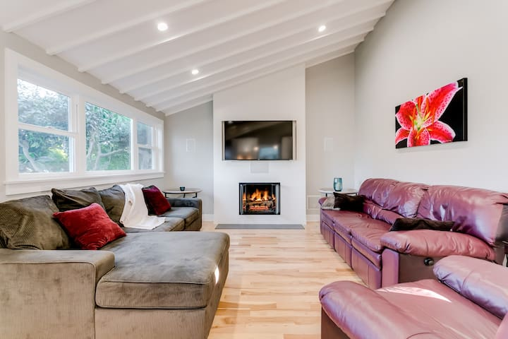 Private Master Suite in Modern, Renovated Bungalow