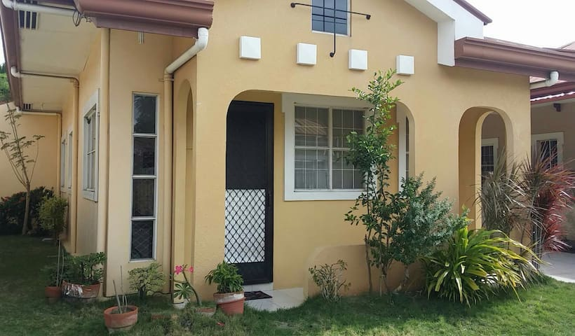 home in a secured complex, with free wifi - Cebu City - Casa