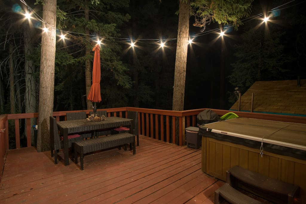 Have dinner or an evening drink on the deck under a canopy of trees and starlight.