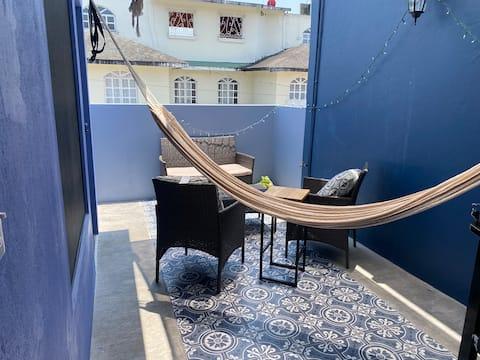 La Esquinita Azul. Estudio con cocineta y terraza