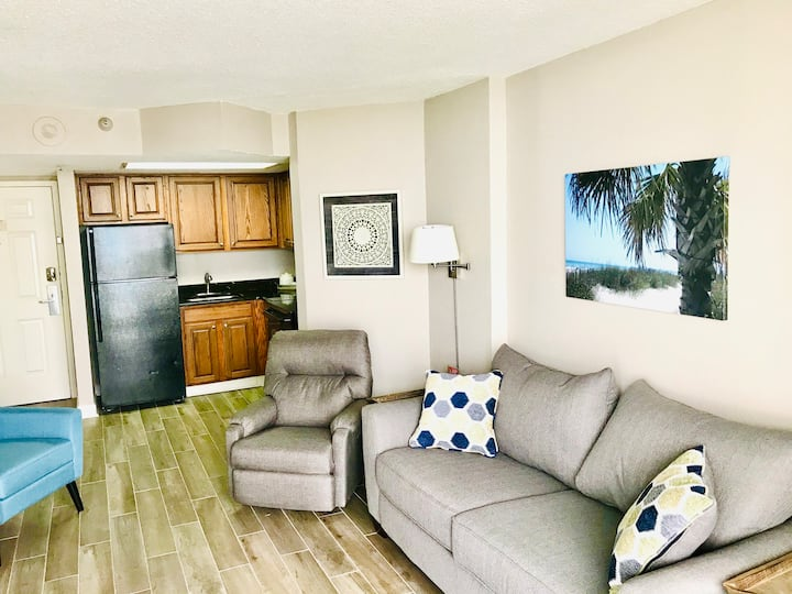 Remodeled/Large Private Balcony/ Dog OK/Ocean View