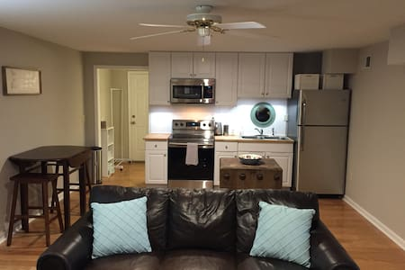 Private basement apartment in Franklin, TN - Franklin - Huis