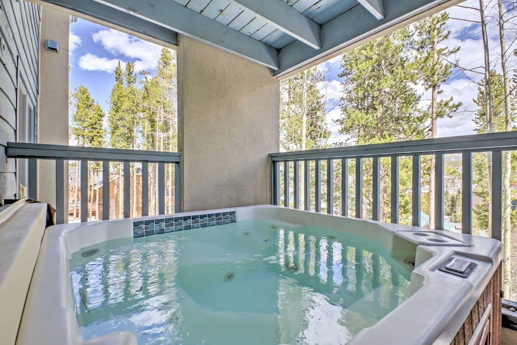 After days exploring the slopes and mountains that surround the property, soak your sore muscles in your private hot tub on the main level balcony.