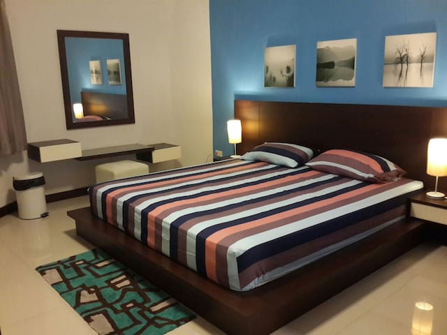 Chic apt. w/ kitchen & Balcony - Muang - Appartement