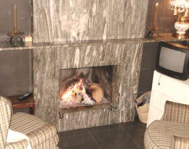habitació doble amb bany doble y tv y wiffi - Santa Coloma de Queralt