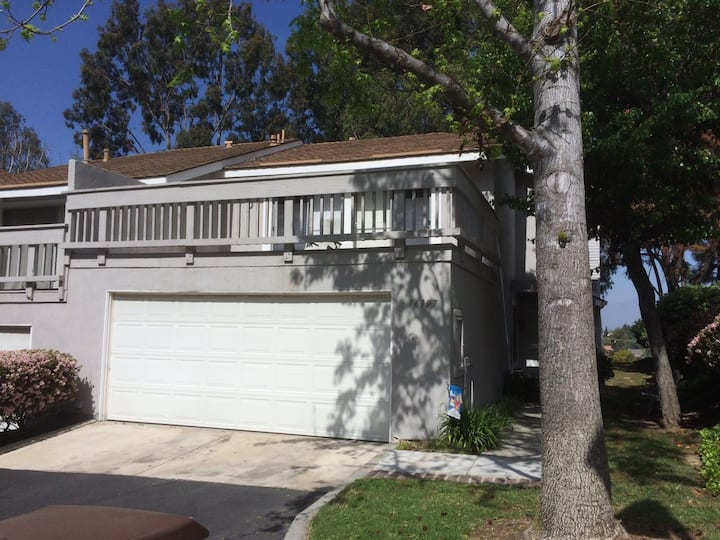 Mountain view townhouse with 4 BR