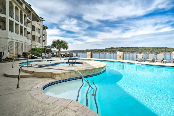 Lakefront Lago Vista Condo w/Resort Amenities