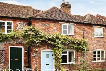 Listed Cottage in idyllic Chilterns village