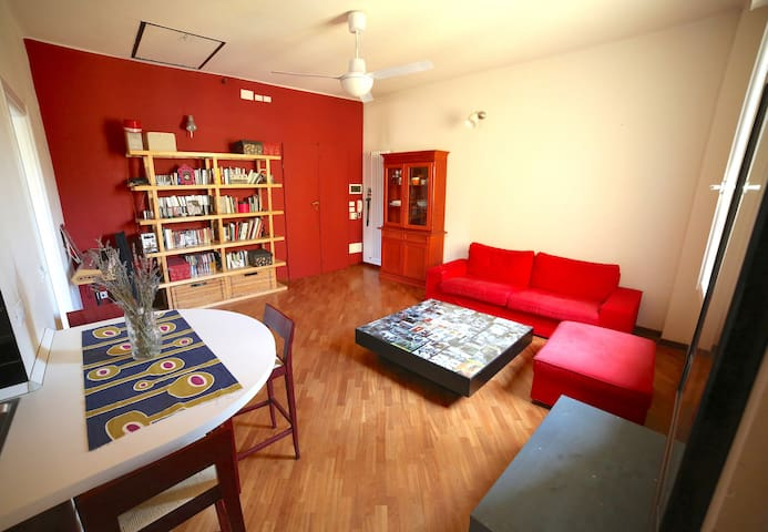 Stanza doppia/Double room in Bologna Center